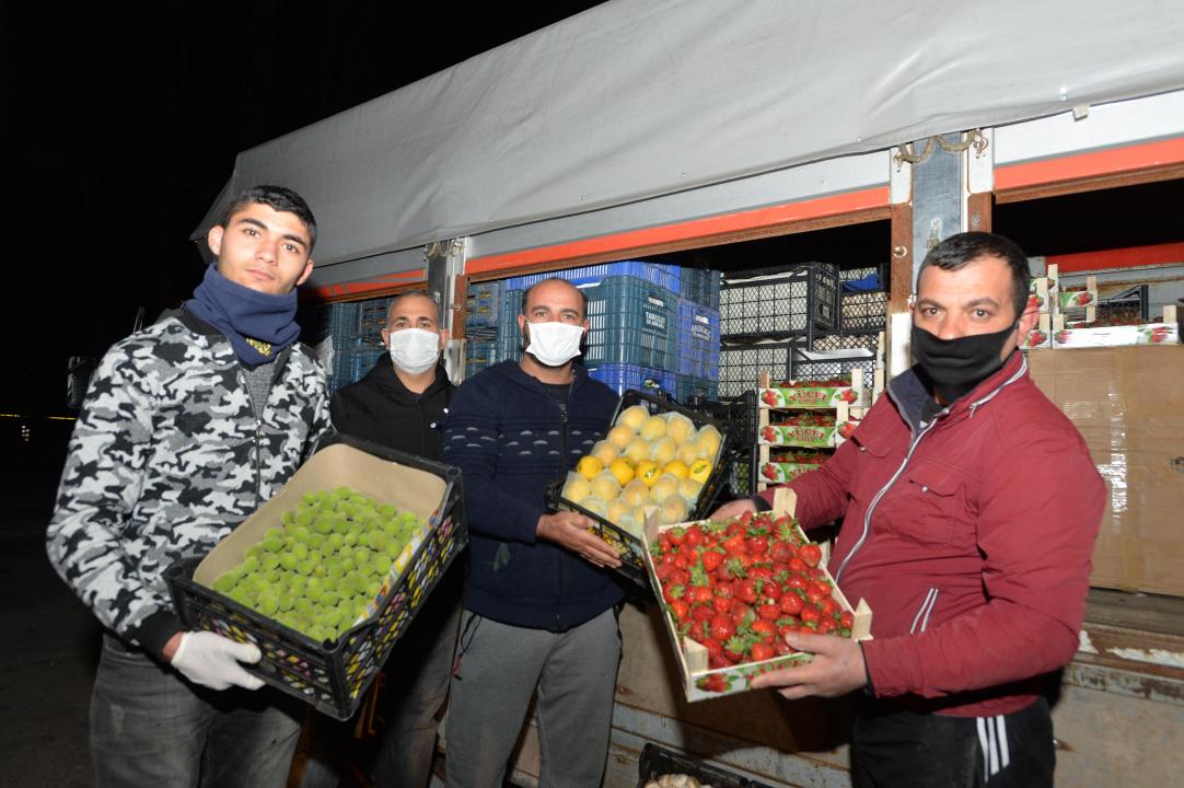 Mansur Yavaştan pazar esnafına destek...